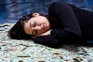 Если приснились крупные деньги, не торопитесь радоваться