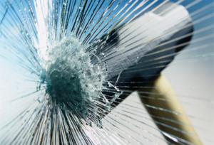 Разбивать стекло специально