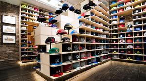 Как трактуют сонники, к чему снятся шапки разных цветов, форм и предназначений