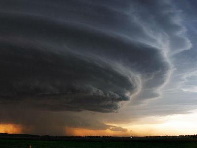 К чему снится ураган: сильный ветер за окном, видеть тайфун, смерч, бурю на улице, сонник Миллера, надвигающийся, с дождем