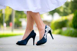 Видеть темные туфли в сновидении