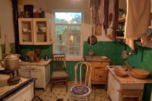 Видеть во сне чужую старую квартиру - к преградам