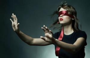 Если во сне вы слепы - в реальности живете неосознанно, закрываете на что-то глаза