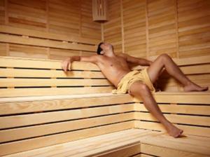 Если вы увидели себя обнаженным в бане, то вас ожидает благополучие и здоровье