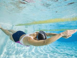 К чему снится плавание в бассейне